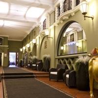 UNE FAMILLE ENTREPRENANTE DANS L'HOTELLERIE BRUXELLOISE : ILS POSSEDENT 4 HOTELS.