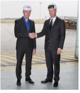 József Váradi, CEO Wizz Air, and Joost Lammers, CEO Budapest Airport, celebrate the imminent construction of the new Wizz Air Maintenance Hangar