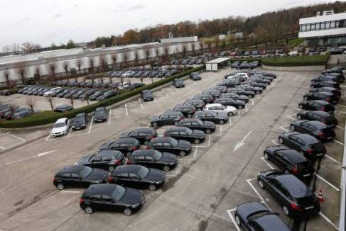 P90206454-audit--consulting-agency-pwc-recieves-biggest-belgian-bmw-fleet-delivered-at-the-same-time-12-2015-600px