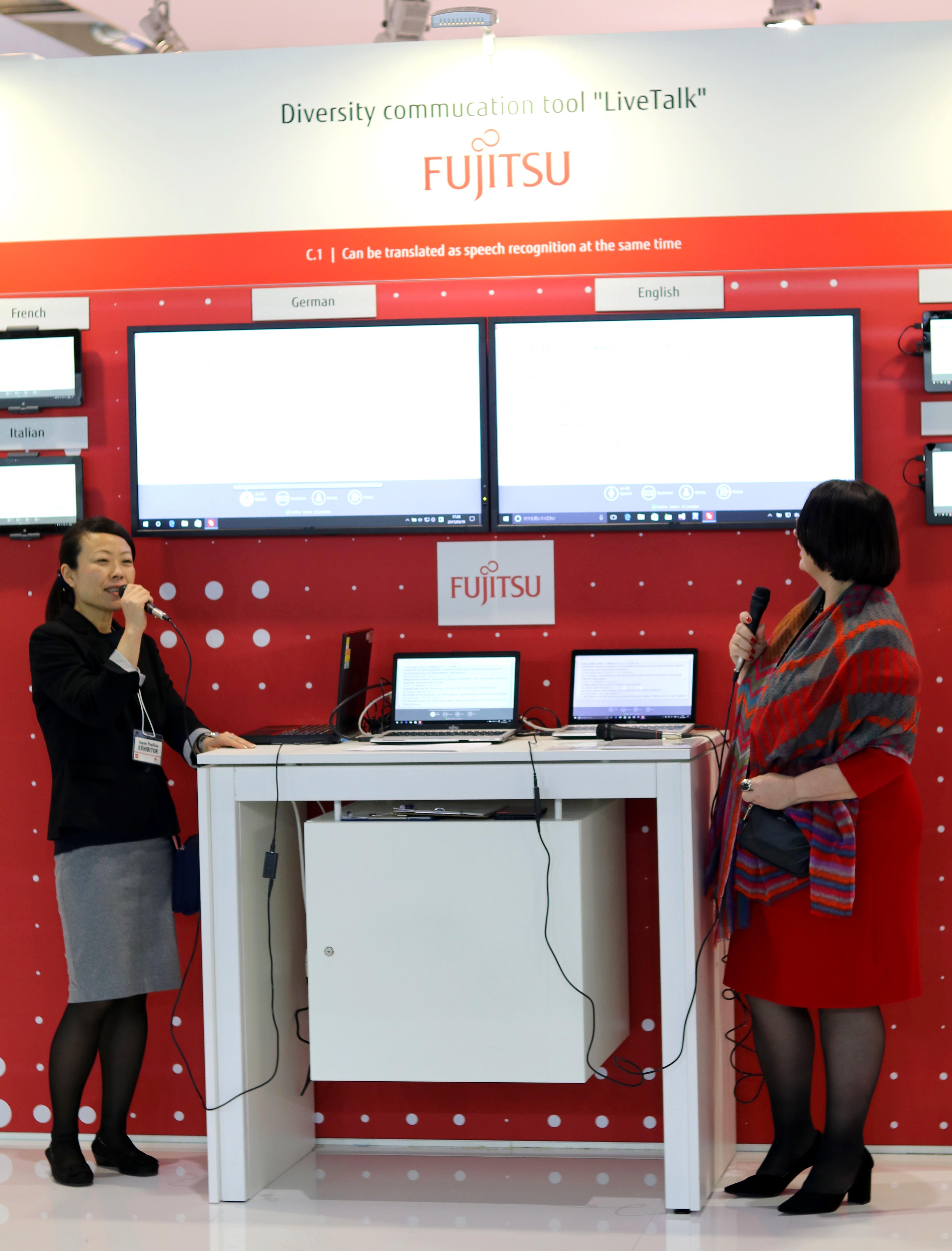 Fujitsu presenta LIVE TALK, un traductor basado en Inteligencia Artificial que traduce 19 idiomas en tiempo real Fujitsu-livetalk-1