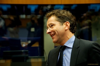 Remarks by Jeroen Dijsselbloem following the Eurogroup meeting of 15 June 2017 Good evening everyone and welcome to this Eurogroup press conference.