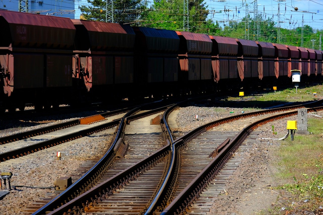 EIB backs CargoBeamer with €12.6 million to support deployment of new freight rail technology